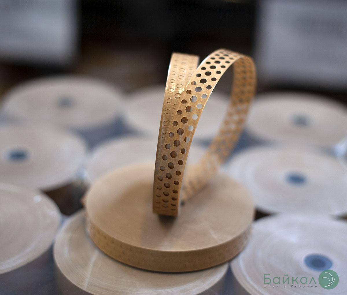 Гумирка для склеивания шпона коричневая с перфорацией: ширина-20 мм, длина-200 м/п