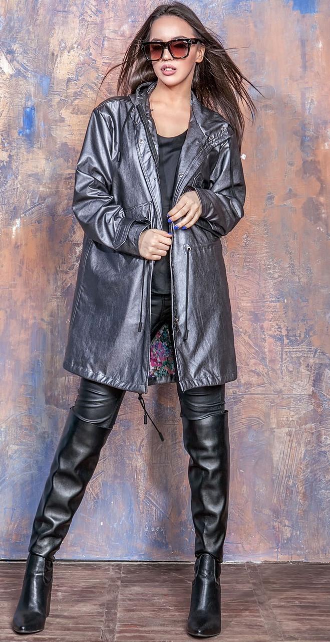 Куртка-парка из искусственной кожи с капюшоном темно-серого цвета Бритни 44-50 р, женские куртки парки оптом
