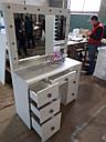 Широкий стол для макияжа, гримерный стол с большим зеркалом в раме и полочкой, фото 7