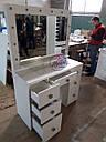 Широкий стол для макияжа, гримерный стол с большим зеркалом в раме и полочкой, фото 9