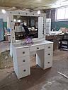 Широкий стол для макияжа, гримерный стол с большим зеркалом в раме и полочкой, фото 4