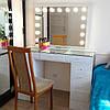 Гримерный стол с выдвижными ящиками и витриной на столешнице, туалетный стол с зеркалом, фото 2