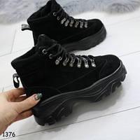 Женские демисезонные ботинки на массивной платформе и шнуровке черные