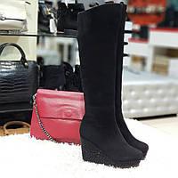 Ботфорти чоботи жіночі зимові з натуральної замші на натуральному хутрі на танкетці чорні