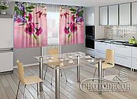 """ФотоШторы для кухни """"Гвоздики, сирень и бабочки"""" 2,0м*2,0м (2 половинки по 1,0м), тесьма, фото 1"""