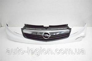 Решётка радиатора (центральная) на Opel Vivaro  2001->2006   Б/У— OPEL (Оригинал) - 4410138