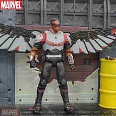Фигурка Сокола из Мстителей на подставке с подсветкой, Falcon игрушка, фото 3