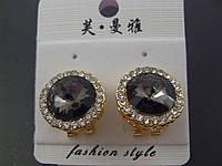 Серьги 012851 классические круглой формы с камнем Сваровски и стразами