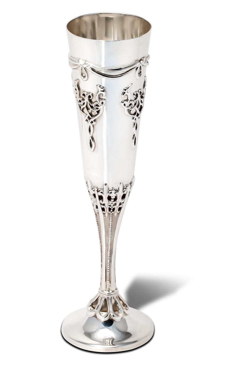 Серебряный бокал