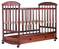 Кроватка детская для новорожденных Наталка на колесиках ОТЯ с ящиком и опускающейся стенкой ольха темная