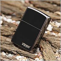 Зажигалка Zippo 150 ZL Black Ice с фирменым логотипом Zippo