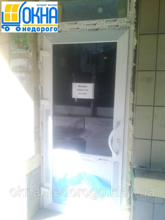 Бюджетное остекление офиса - установка входной ПВХ двери