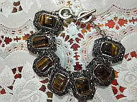 Красивый браслет из натуральных камней,тигровый глаз  с мелкими стразами синтетических камней в мельхиоре