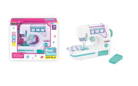 Детская швейная машинка с педалькой, нитками
