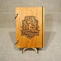 Скетчбук Gryffindor. Блокнот с деревянной обложкой Гарри Поттер..