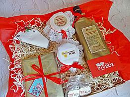 Большой подарочный набор для женщины с медовым бальзамом, вареньем, шоколадом