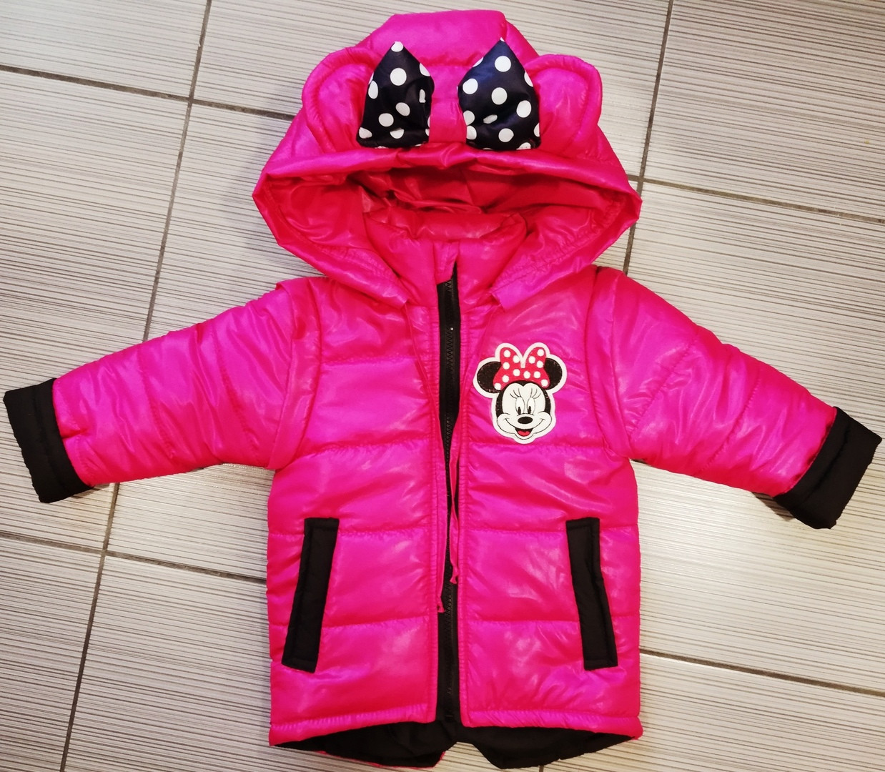 Легкую куртку жилетку на девочку с Микки Маусом яркую
