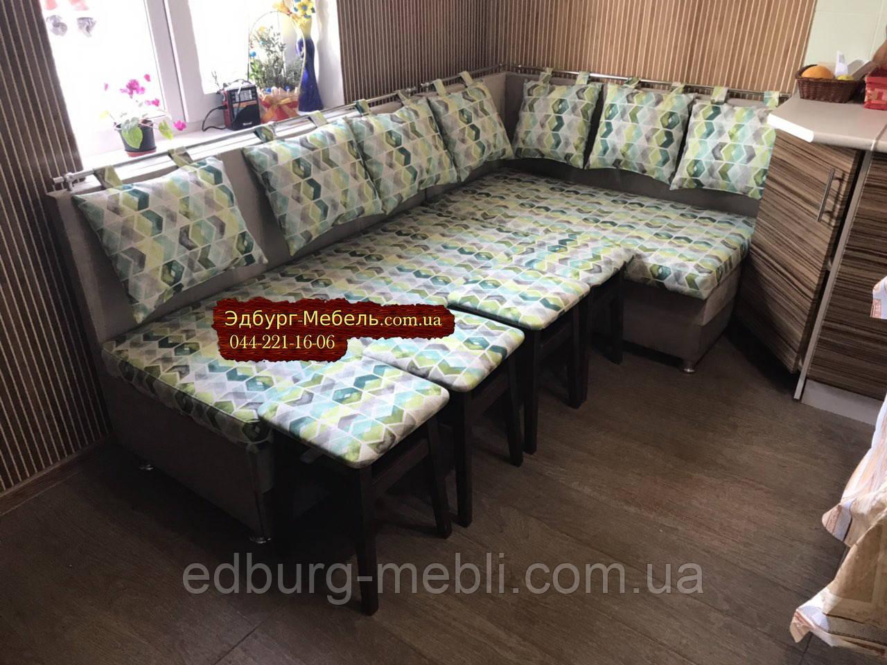 Кухонний куточок зі спальним місцем і табуретами