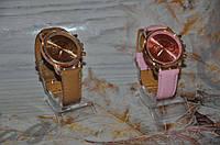 Женские модные часы на ремешке
