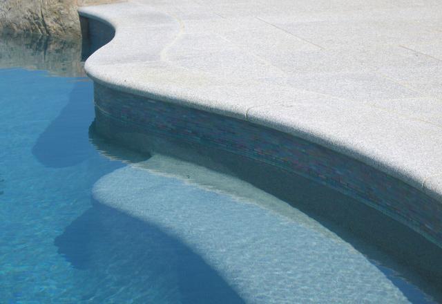 Копинговый камень для бассейна