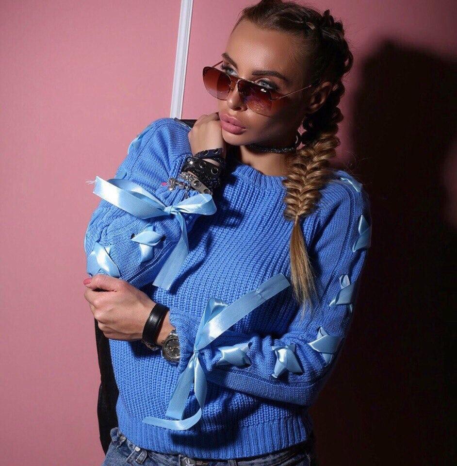 Вязаный женский свитер с шерстью и лентами на рукавах 18dis114