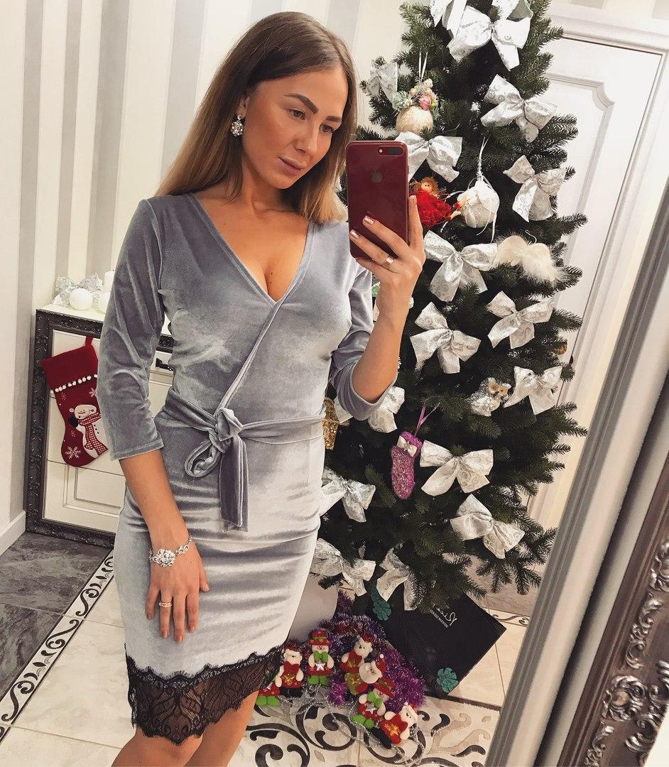 Бархатное платье с верхом на запах и кружевом снизу 33plt589
