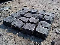 Гранитная плитка тротуарная полно-колотая 7*7*7