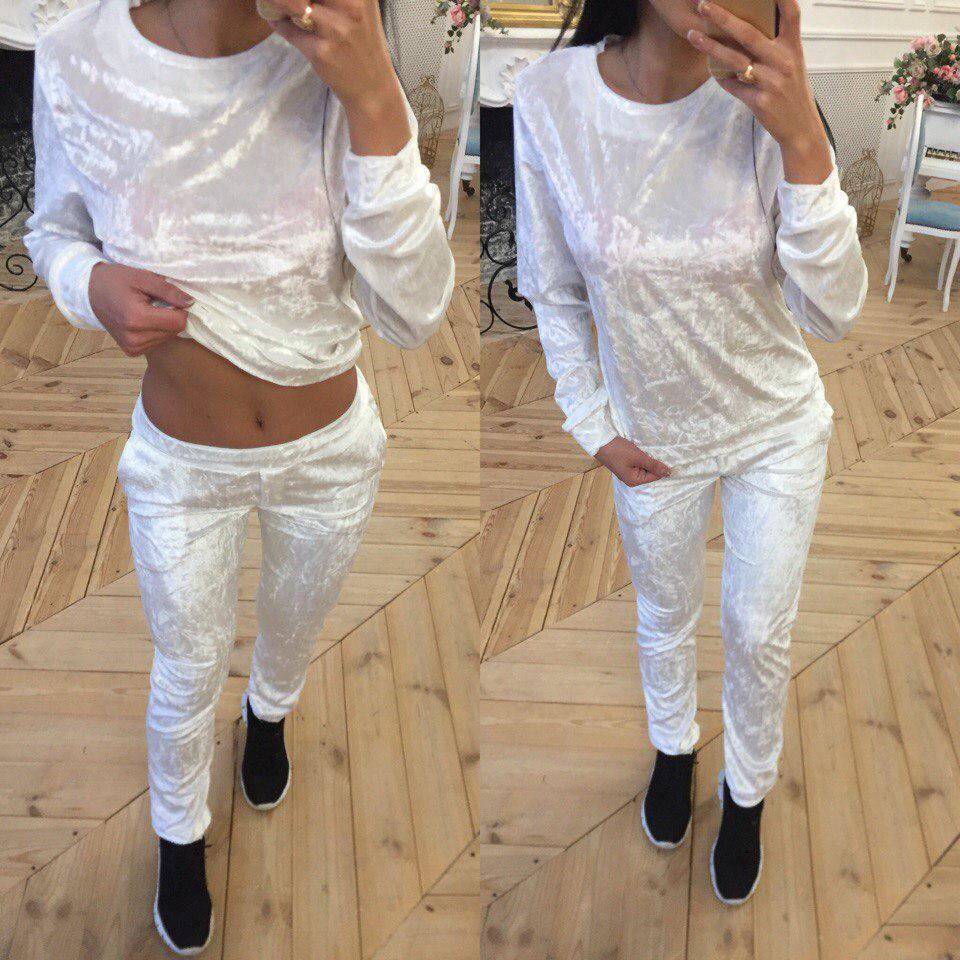 Белый велюровый костюм с зауженными штанами 40spt324