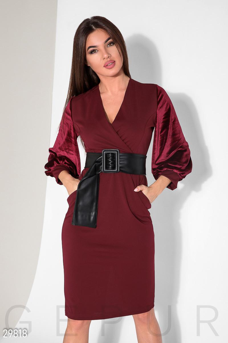 95b04eec5ef2ea1 Женское платье миди на запах облегающее с длинным бархатным рукавом темно  красное -