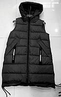 Модная женская безрукавка жилетка с косыми карманами черная п-во Китай