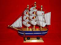 Кораблик с синей полоской Статуэтка