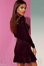Модное платье мини облегающее декорировано воланом с длинным рукавом бордовое, фото 3