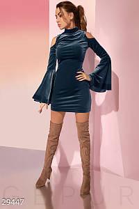 Оригинальное платье мини по фигуре с открытыми плечами и расклешенным рукавом пепельно голубое