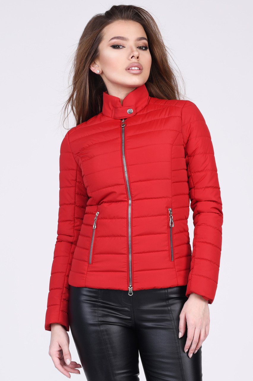 Весенняя короткая женская куртка на синтепоне красная