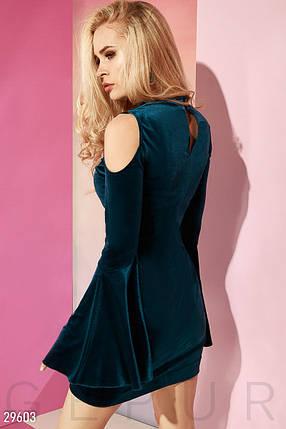 Красивое платье мини облегающее с открытыми плечами и расклешенным рукавом темно берюзовое, фото 2