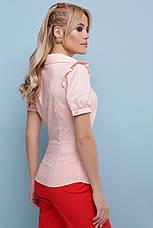 Легкая женская однотонная блузка с короткими рукавами и драпировкой Маргарита к/р персиковая, фото 2