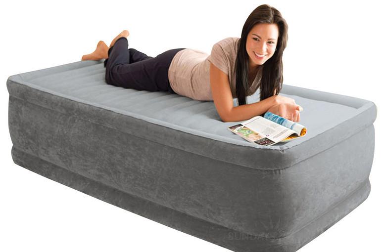 Односпальная надувная кровать, 99x191x46 см, со встроенным насосом 220В Intex 64412