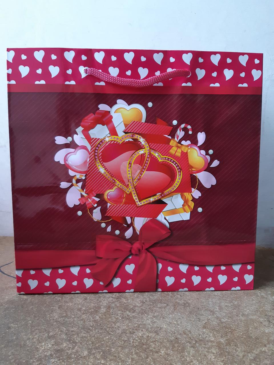 Подарочный бумажный пакет КВАДРАТ ''Сердца'' (24*24*10)