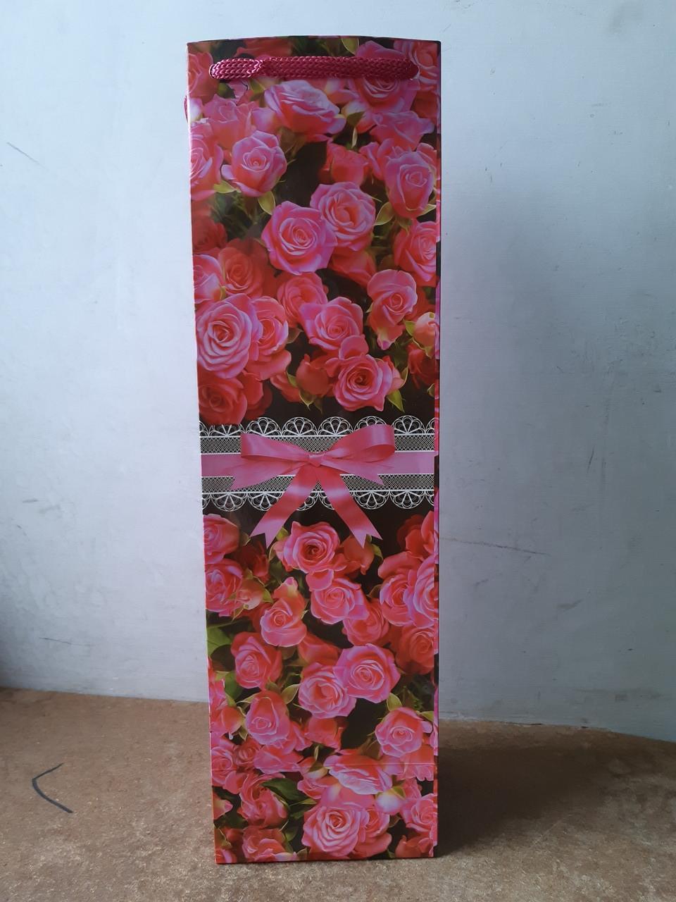 Подарочные бумажные пакеты БУТЫЛКА ''Розочки'' (12*9*36)