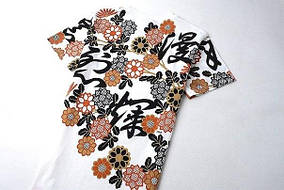 Белая арт футболка с иероглифами и цветами