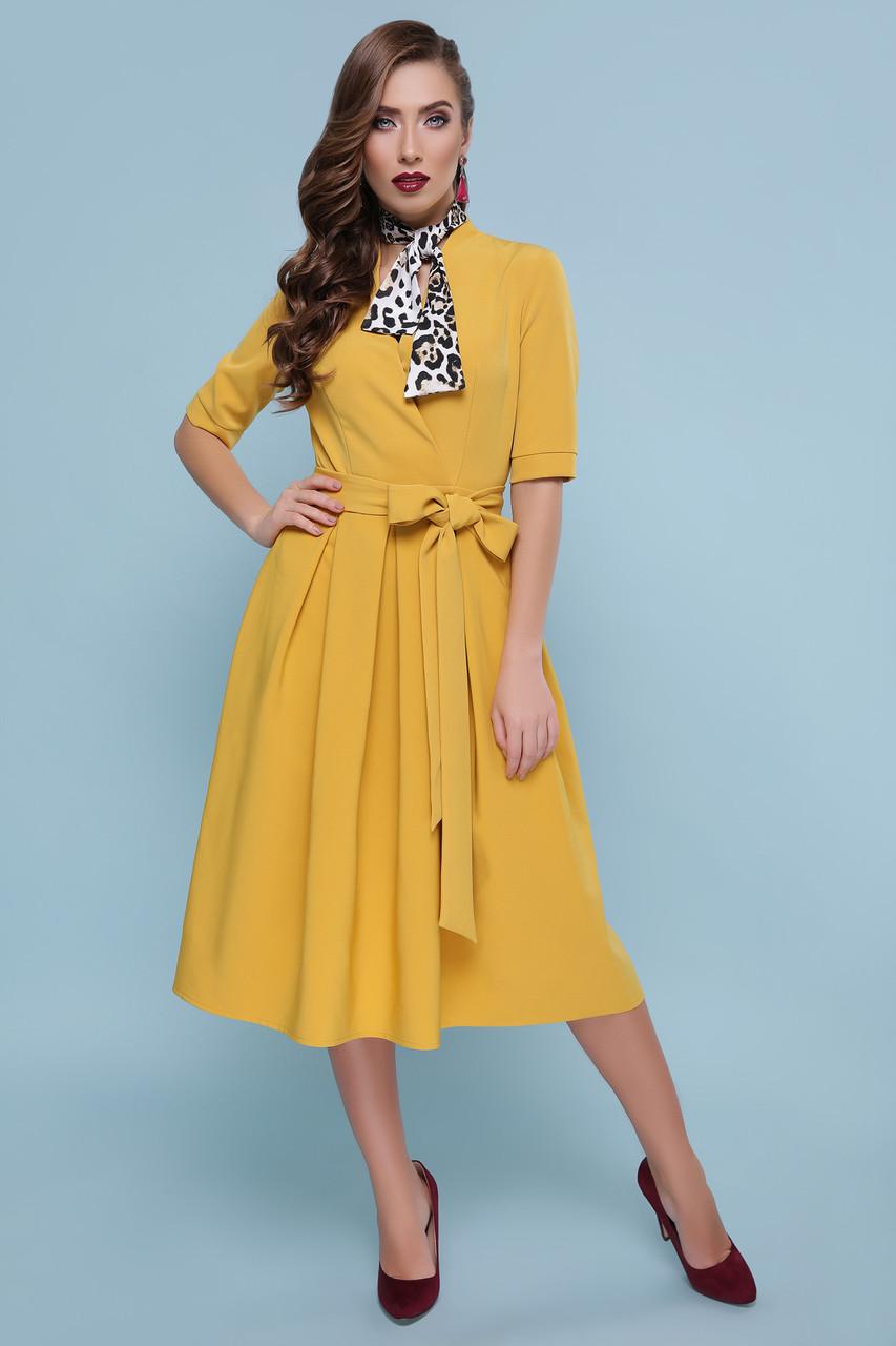 Нарядное желтое платье расклешенное с поясом