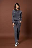 Женский трикотажный костюм с жемчугом. Код модели КТ-06-43-17. Цвет темно серый.