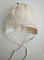 Ажурная, Нежная, Зимняя Шапочка на завязках для малышек молочного цвета на флисе Maximo Германия.