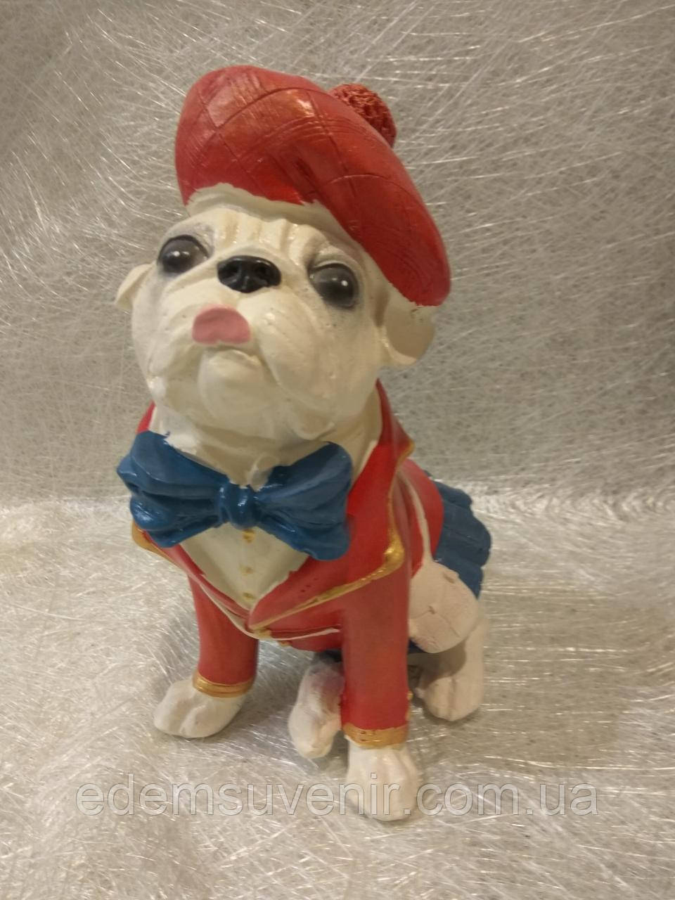 Статуэтка собака Мопс в красной шляпе