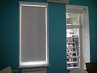 Ролеты тканевые (рулонные шторы) Umbra Blackout блэкаут Besta mini открытый короб