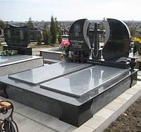 Надгробный комплекс, Памятник