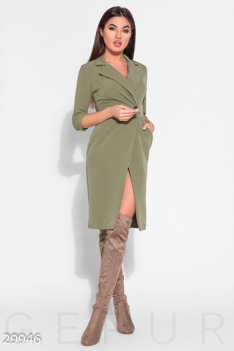 Стильное платье миди на запах приталенное с воротником на пуговицах рукав три четверти оливковое