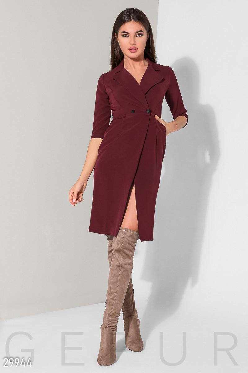 Деловое платье миди на запах облегающее на пуговицах рукав три четверти темно красное