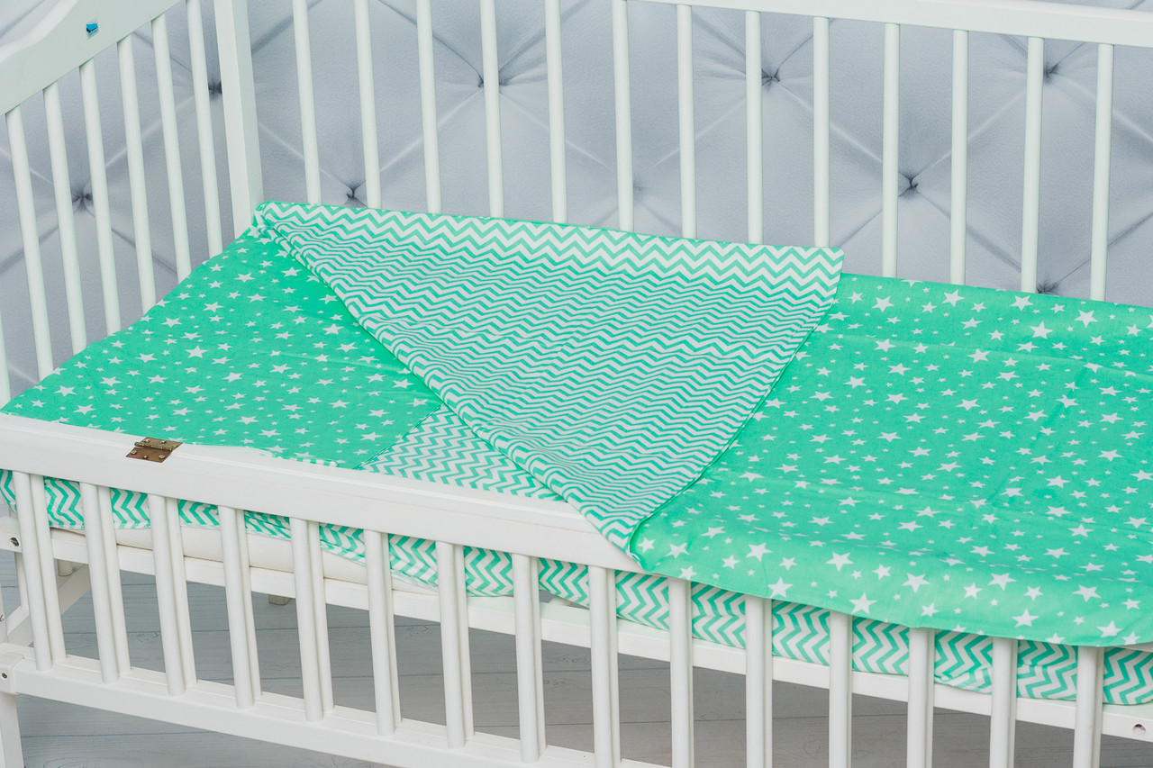 """Яркое сменное детское постельное белье в кроватку двухцветное """"Мятный зиг-заг"""""""