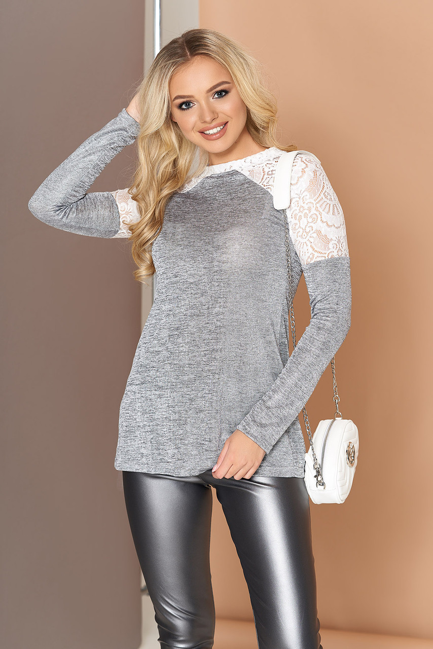 Красивая трикотажная кофточка-блузка с гипюром